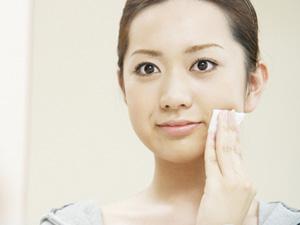 加齢臭対策1:こまめに不要な皮脂や汗を拭き取る