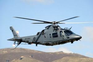 電線調査のヘリコプターパイロット