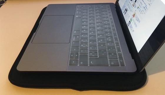 MacBook Pro13 2017を置いた様子