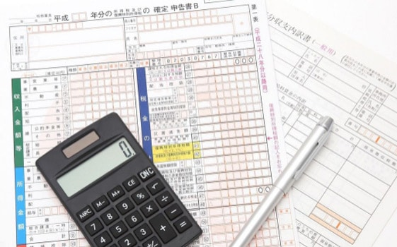 確定申告するため税務署に持っていく物と申告書類以外に何が必要?