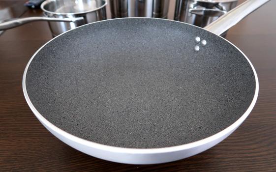 バッラリーニ(BALLARINI)グラニチウムコーティングのフライパン「セリエ2800」28cmを買ってみた