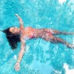 プールでオシッコする人っているの?意外に〇〇てプールに入れない!