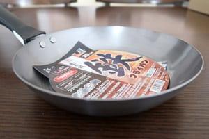 最安値の鉄フライパン20cmを焼き入れして使えば一生モノ!鉄フライパンの魅力とは?