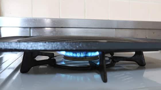 イワタニの焼肉プレートCB-P-GMの焼き入れの様子